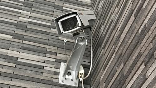防犯カメラをご自宅・店舗などの玄関やエントランスに