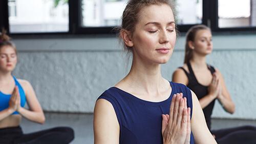 静的ヨガは呼吸や瞑想が中心