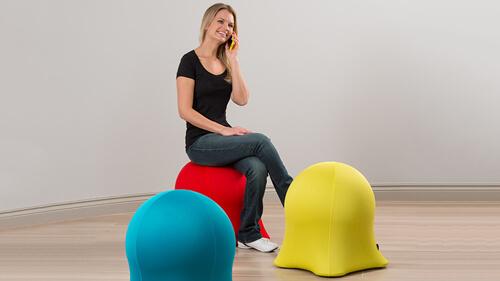 椅子としても使える台座付きバランスボール