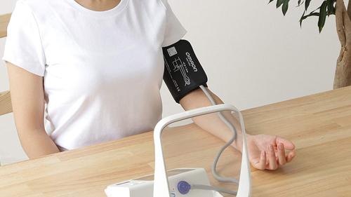 血圧計 上腕式 カフ式 低価格で精度も高い