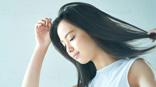 ドライヤーのヘアケア機能で選ぶ イオン効果でまとまりのある髪に