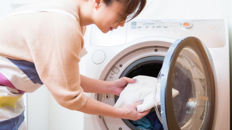 エプソムソルトの残り湯で洗濯できる?洗濯槽への影響について